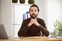 Επιχειρηματίας Hipster που εξετάζει τη κάμερα Στοκ φωτογραφία με δικαίωμα ελεύθερης χρήσης