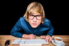 Επιχειρηματίας Hipster που φαίνεται πολύ η κάμερα Στοκ Εικόνες