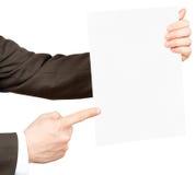 Επιχειρηματίας pointimg στο κενό έγγραφο Στοκ Εικόνες