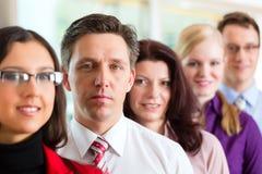 Επιχειρηματίες ή ομάδα στην αρχή Στοκ Εικόνα
