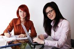 επιχειρηματίες δύο που &epsi Στοκ εικόνες με δικαίωμα ελεύθερης χρήσης