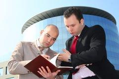 επιχειρηματίες δύο στοκ εικόνα με δικαίωμα ελεύθερης χρήσης