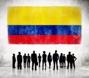 Επιχειρηματίες και μια σημαία της Κολομβίας Στοκ εικόνα με δικαίωμα ελεύθερης χρήσης