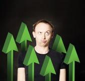 Επιχειρηματίες με το πράσινο βέλος αύξησης Στοκ φωτογραφία με δικαίωμα ελεύθερης χρήσης