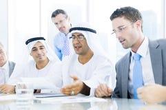 Επιχειρηματίες ομάδας που συναντούν την έννοια συζήτησης στοκ φωτογραφία με δικαίωμα ελεύθερης χρήσης