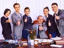 Επιχειρηματίες ομάδας στην αρχή. Στοκ Εικόνες