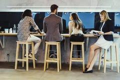 Επιχειρηματίες που έχουν ένα κενό από την εργασία Στοκ φωτογραφία με δικαίωμα ελεύθερης χρήσης