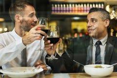 Επιχειρηματίες που έχουν το μεσημεριανό γεύμα από κοινού Στοκ Εικόνα