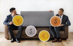 Επιχειρηματίες που κάθονται μαζί με τα εικονίδια Στοκ εικόνες με δικαίωμα ελεύθερης χρήσης