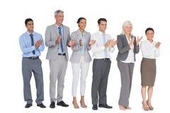 Επιχειρηματίες που κρατούν το φλυτζάνι και ενθαρρυντικός Στοκ Εικόνα
