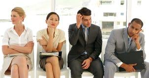 Επιχειρηματίες που περιμένουν μια συνέντευξη σε μια σειρά απόθεμα βίντεο