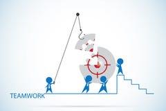 Επιχειρηματίες που συγκεντρώνουν το σύμβολο στόχων στο γρίφο τορνευτικών πριονιών, την ομαδική εργασία και την επιχειρησιακή έννο ελεύθερη απεικόνιση δικαιώματος