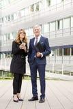 Επιχειρηματίες που συμβουλεύονται από κοινού Στοκ εικόνες με δικαίωμα ελεύθερης χρήσης