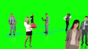 Επιχειρηματίες που συνδέουν στο πράσινο υπόβαθρο απόθεμα βίντεο