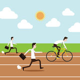 Επιχειρηματίες που τρέχουν και που οδηγούν το ποδήλατο στη πίστα αγώνων Στοκ Φωτογραφία