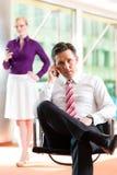 Επιχειρηματίες - προϊστάμενος και γραμματέας στην αρχή Στοκ Εικόνες