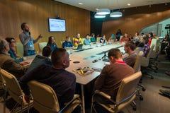 Επιχειρηματίες σε μια συνεδρίαση στο συνέδριο χειμερινών ποδηλάτων Στοκ Φωτογραφία