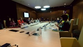 Επιχειρηματίες σε μια συνεδρίαση στο συνέδριο χειμερινών ποδηλάτων απόθεμα βίντεο