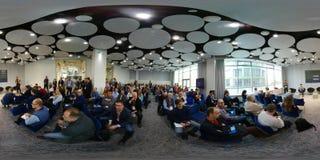 Επιχειρηματίες σε μια συνεδρίαση στο συνέδριο χειμερινών ποδηλάτων Στοκ Εικόνες