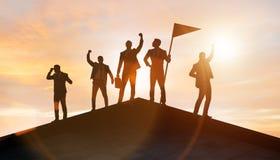 Επιχειρηματίες στην έννοια επιτεύγματος και ομαδικής εργασίας στοκ φωτογραφία με δικαίωμα ελεύθερης χρήσης