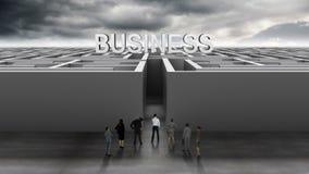 Επιχειρηματίες στην είσοδο του λαβυρίνθου απόθεμα βίντεο