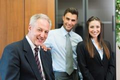 Επιχειρηματίες στο γραφείο τους Στοκ φωτογραφία με δικαίωμα ελεύθερης χρήσης