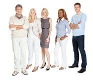 Επιχειρηματική μονάδα που στέκεται με βεβαιότητα στο λευκό στοκ φωτογραφίες