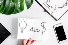 Επιχειρηματικό σχέδιο με το διάγραμμα hand-drawn στο άσπρο επιτραπέζιο υπόβαθρο Στοκ Εικόνες
