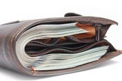 Επιχειρησιακά χρήματα δολαρίων σε ένα πορτοφόλι σε ένα άσπρο υπόβαθρο στοκ φωτογραφία με δικαίωμα ελεύθερης χρήσης