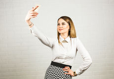 Επιχειρησιακή έννοια - επιχειρηματίας που μιλά στο τηλέφωνο στην αρχή Στοκ Εικόνα