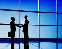 Επιχειρησιακή έννοια διαπραγμάτευσης συμβάσεων χειραψίας επιχειρηματιών στοκ φωτογραφία με δικαίωμα ελεύθερης χρήσης