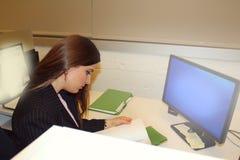 Επιχειρησιακή γυναίκα γραφείων Στοκ φωτογραφία με δικαίωμα ελεύθερης χρήσης