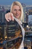 Επιχειρησιακή γυναίκα επιχειρηματιών που επιλέγει την έρευνα βρίσκοντας την απόφαση Στοκ Εικόνες