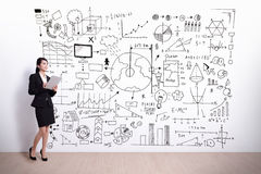 Επιχειρησιακή γυναίκα με τη infographic έννοια Στοκ φωτογραφία με δικαίωμα ελεύθερης χρήσης