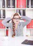 Επιχειρησιακή γυναίκα με τον πονοκέφαλο Στοκ Εικόνες