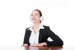Επιχειρησιακή γυναίκα με το γέλιο ακουστικών. Στοκ Φωτογραφία