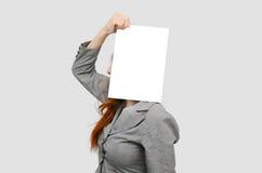 Επιχειρησιακή γυναίκα πίεσης με το λευκό κενό πίνακα Στοκ φωτογραφίες με δικαίωμα ελεύθερης χρήσης