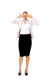 Επιχειρησιακή γυναίκα που καλύπτει τα μάτια της με τα χέρια της Μην δείτε καμία κακή έννοια Στοκ Εικόνα