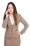 Επιχειρησιακή γυναίκα που μιλά στο τηλέφωνο με τις προσοχές του ιδιαίτερες Στοκ εικόνα με δικαίωμα ελεύθερης χρήσης