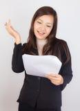 Επιχειρησιακή γυναίκα στην απάντηση χαμόγελου Στοκ Εικόνα