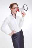 Επιχειρησιακή γυναίκα στην αρχή με το megafon στοκ εικόνες