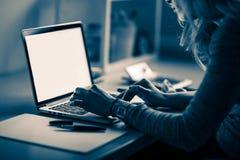 Επιχειρησιακή γυναίκα στην εργασία στοκ εικόνες