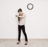Επιχειρησιακή γυναίκα στη βιασύνη στοκ φωτογραφία με δικαίωμα ελεύθερης χρήσης