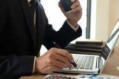 Επιχειρησιακή διαβούλευση, εργασία, συμβουλές, έλεγχος στοκ φωτογραφίες