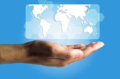 Επιχειρησιακή και τεχνολογίας έννοια, αρσενικά προϊόντα χεριών ο εικονικός Στοκ Εικόνα