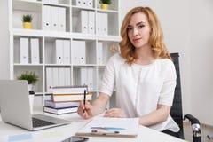 Επιχειρησιακή κυρία στην εργασία Στοκ Εικόνα