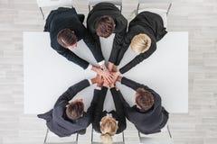 Επιχειρησιακή ομάδα που συσσωρεύει τα χέρια Στοκ φωτογραφία με δικαίωμα ελεύθερης χρήσης