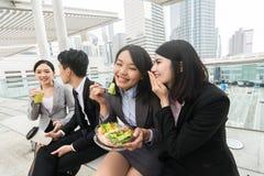 Επιχειρησιακή ομάδα που έχει το μεσημεριανό γεύμα στοκ φωτογραφία με δικαίωμα ελεύθερης χρήσης