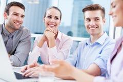 Επιχειρησιακή ομάδα στο γραφείο στοκ εικόνα με δικαίωμα ελεύθερης χρήσης