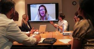 Επιχειρησιακή συνεδρίαση και τηλεοπτική κλήση απόθεμα βίντεο